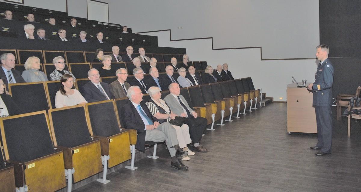 LSK Yrittäjäopiston Y-kinon auditoriossa